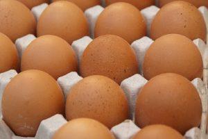 Lage eierprijzen voor leghennenhouders, winkelprijzen juist verder gestegen