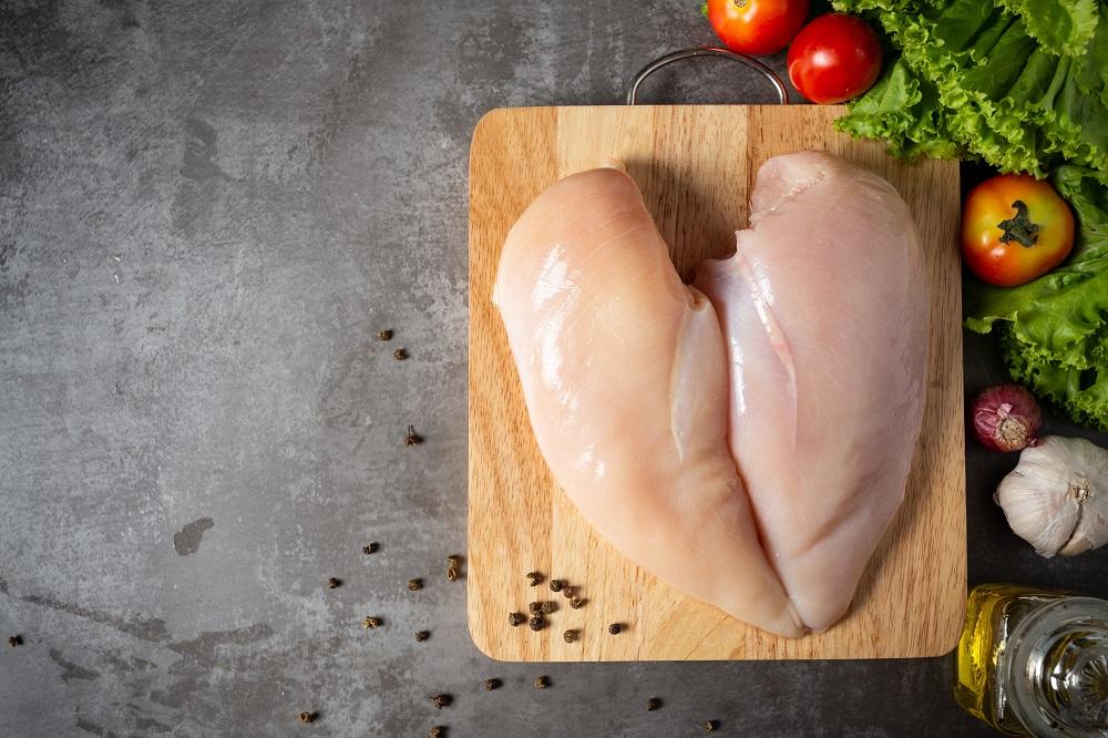 Prijs pluimveevlees consument blijft hoog, lage prijzen voor de industrie
