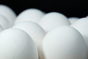 Winkelprijzen eieren iets gestegen, af boerderij ook in de lift